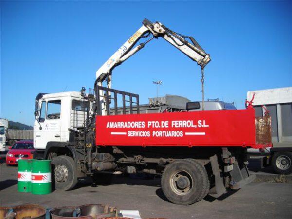 Camión MAN con grúa | Amarradores del Puerto y Ría de Ferrol S.L.